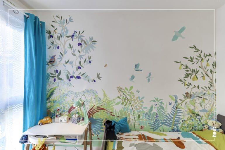 Chambre pour enfant dans un esprit jungle dans les tons bleu et vert. Entre la savane et la forêt, nous offrons avec cette chambre un moment d'évasion et de rêve.