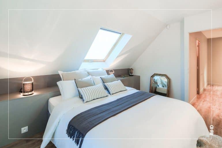 Zoom sur le lit: lumineux & conviviale.