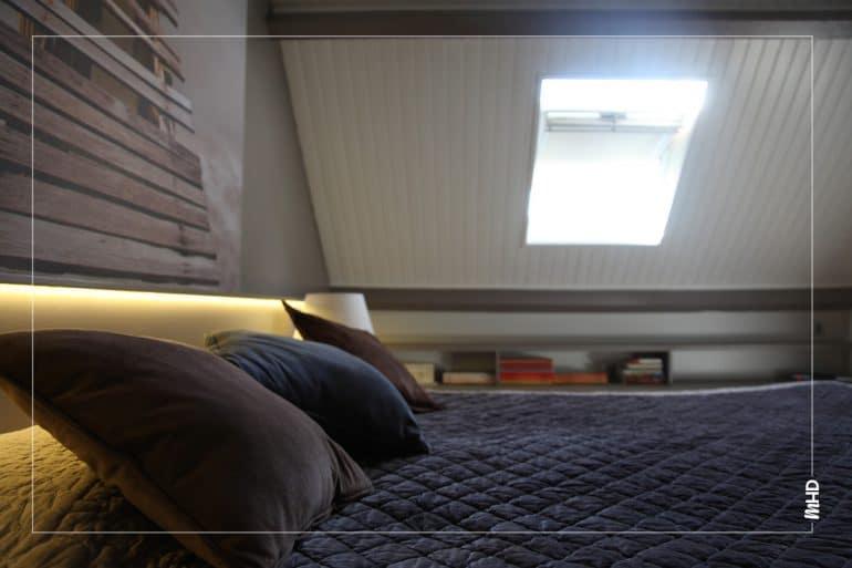 Zoom sur la chambre: mélange de matière pour un esprit chaleureux.
