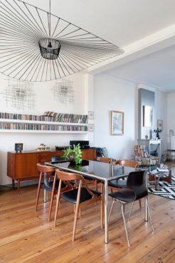 intérieur-open-space-surplombé-par-luminaire-original