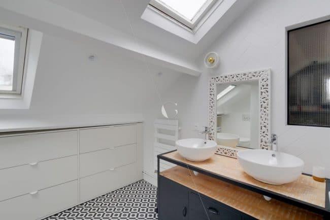 Salle de bains sous les toits - Maison familiale Saint-Cloud