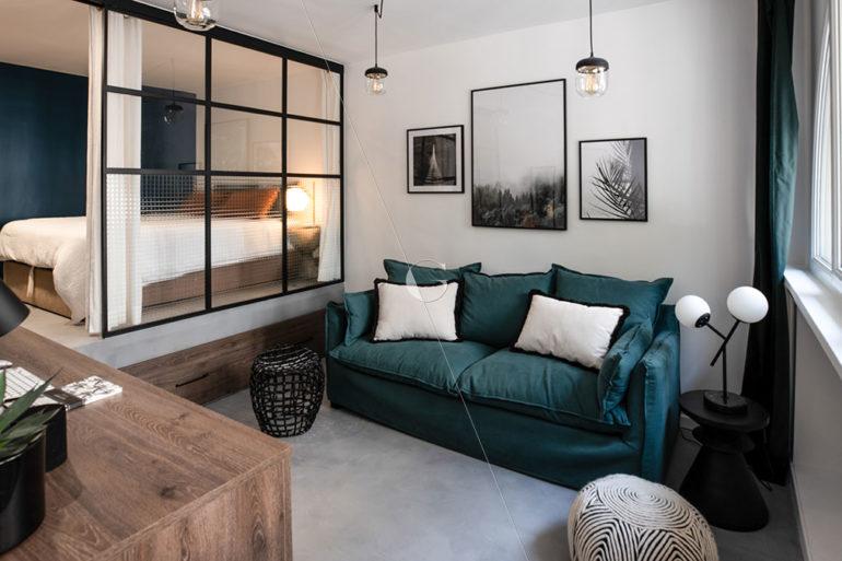 BER23-chambre-avec-verrière-5-couchages-lit-sur-estrade
