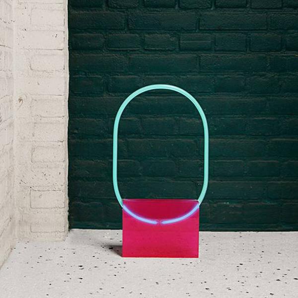 Une-lampe-en-neon-pop