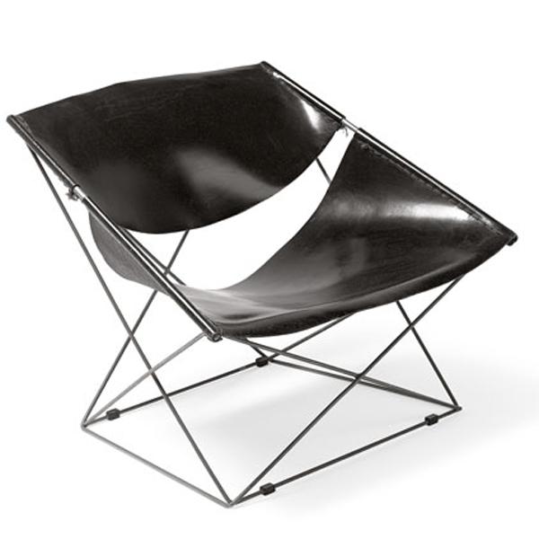 Fauteuil F675 dit butterfly, 1963. assise et dossier en cuir naturel, structure en fil d'acier cintré et chromé.
