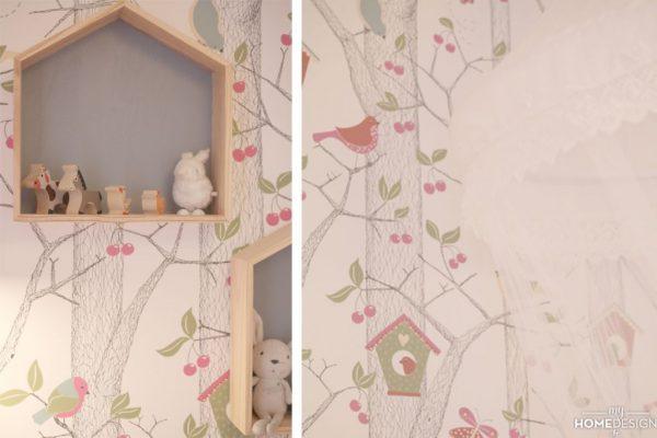 1080x720_ber15_chambre-camille_papier-peint-emma_etageres-case-ampm_ciel-de-lit-maisons-du-monde